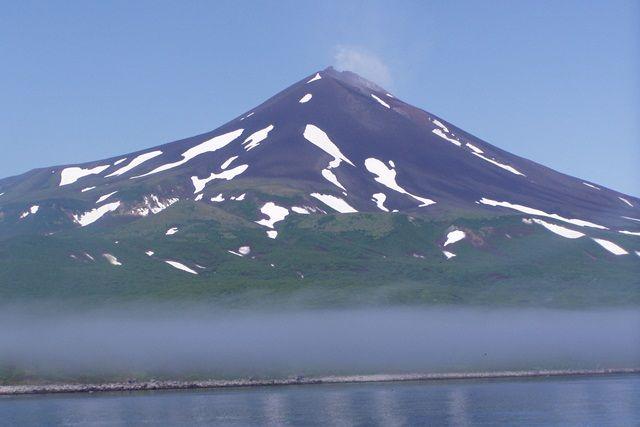 Остров тонет в тумане.