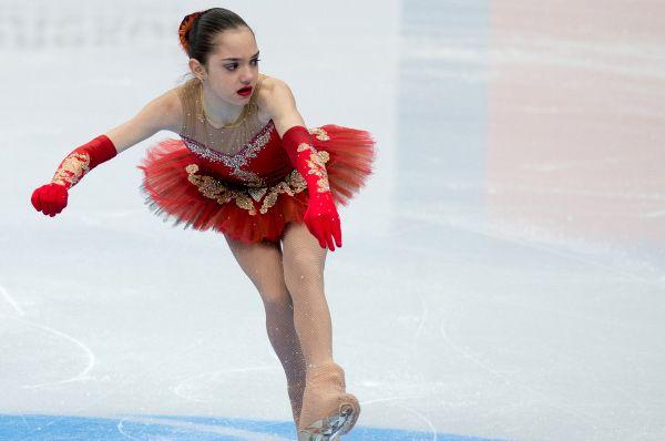 Евгения Медведева одержала победу в первенстве России среди юношей и девушек старшего возраста в 2012 году, а также стала серебряным призёром финала Кубка России – в 2011 и 2012 годах.