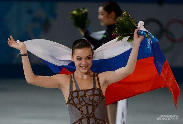 Фигуристка Аделина Сотникова добыла победу на ОИ-2014 в Сочи в женском одиночном катании. Сотникова в четверг получила 149,95 балла за произвольную программу и по сумме двух прокатов (224,59) заняла первое место на пьедестале.