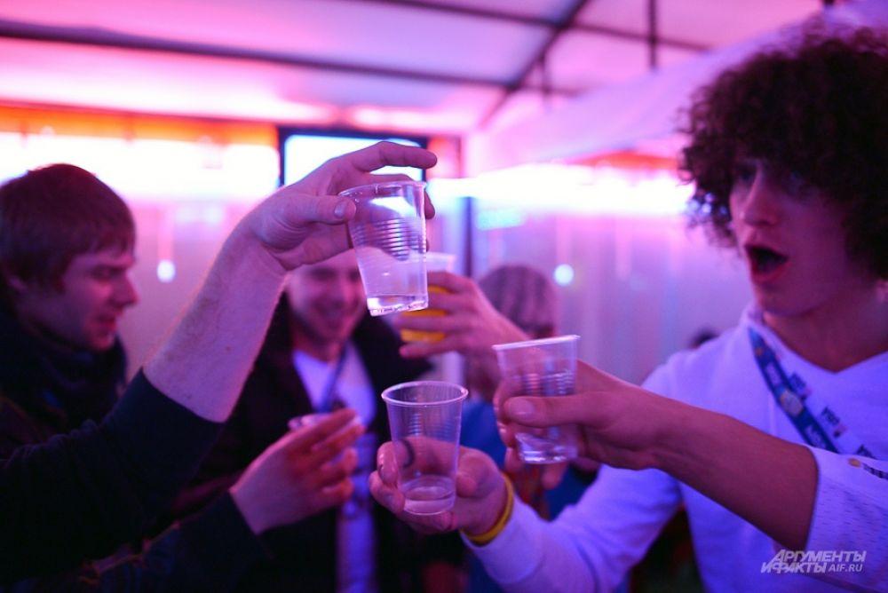 Дискотек и баров в городе много. Например, кубанские производители лозы открыли винное караоке.