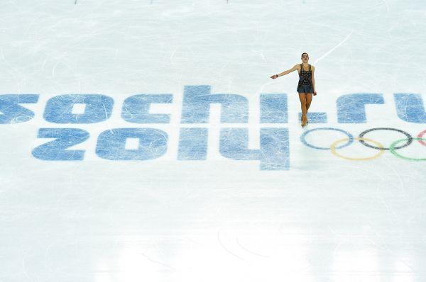 Ну а после Костнер на лёд вышла Аделина Сотникова.
