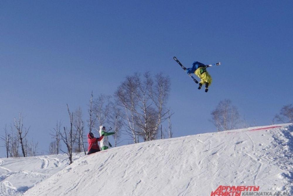 Лыжники не отставали в мастерстве.