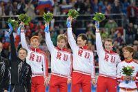 Мужская сборная России по шорт-треку, Руслан Захаров - крайний в верхнем ряду.