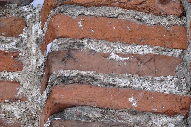 Порядовая кладка. Полуколонна,  южная стена, церковь Петра и Павла, XII в.