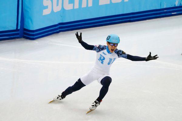 Впятницу 21февраля конькобежец Виктор Анзавоевал золотую медаль вшорт-треке на500м.