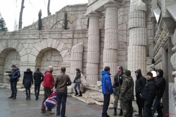 Античный дворик стал одним из самых популярных мест для фото на память