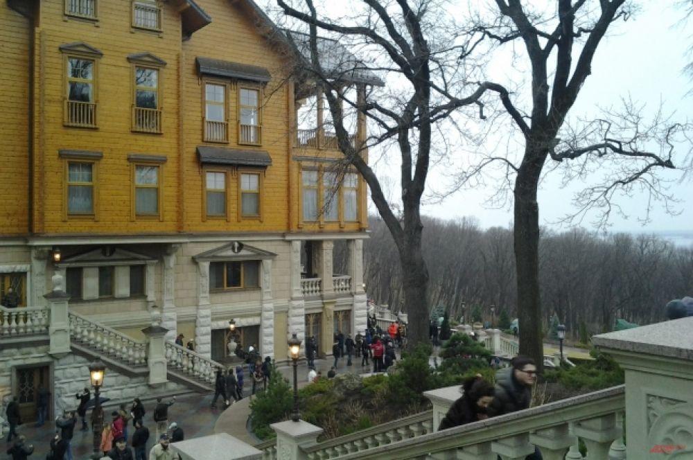 Президентский особняк постепенно превращается в настоящий музейный комплекс