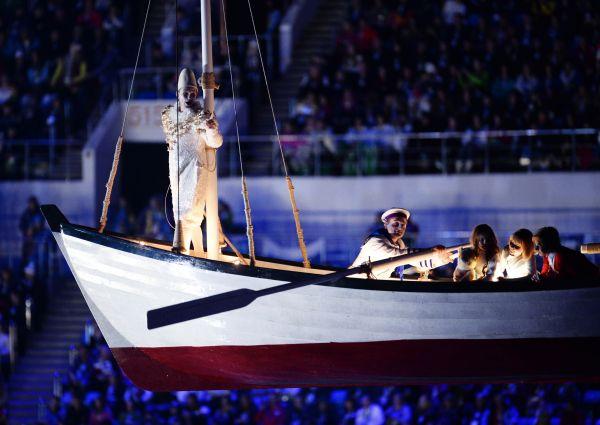 По размаху оно ничуть не уступало грандиозному действу, показанному в нашумевшей церемонии открытия.
