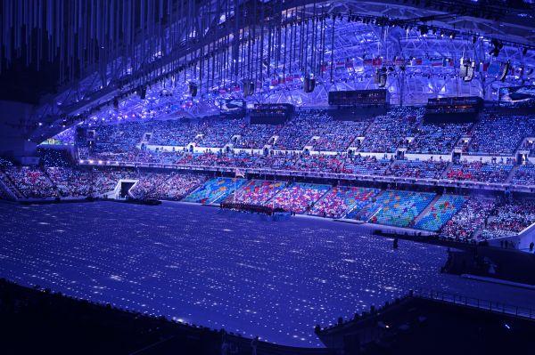 Ещё до начала церемония организаторы заявили, что она будет выполнена в духе арт-хауса.