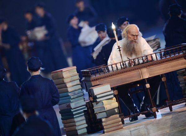 На церемонии были представлены наиболее известные писатели, ставшие классикой не только русской литературы, но и всего мирового наследия.