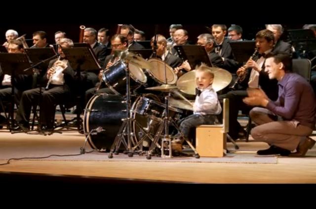 В Новосибирске 4-летний участник «Минуты славы» выступил с оркестром