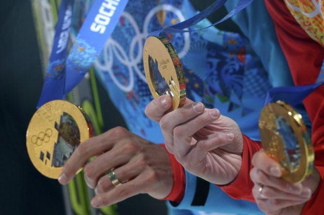 Медали российских спортсменов-биатлонистов.