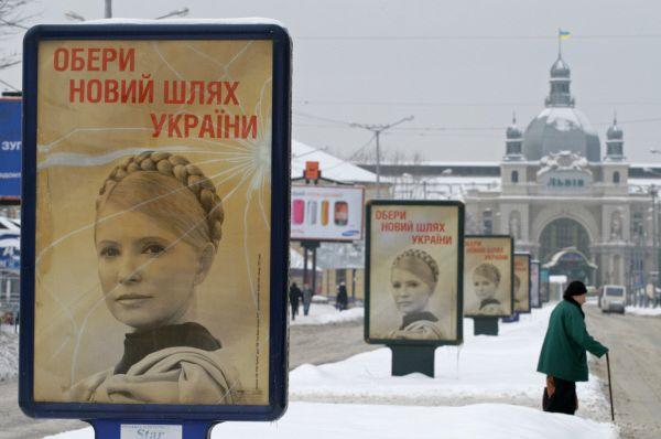 Позднее Юлия Тимошенко заявила о желании баллотироваться на пост президента Украины. В первом туре она заняла второе место с 25% голосов, а во втором туре получила поддержку 45,5%, уступив чуть более трёх процентов голосов Януковичу.