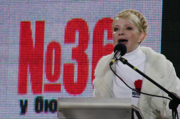 В этот период Тимошенко проводила политику опережающего ВВП роста зарплат, пенсий и стипендий – средний размер пенсии на Украине за пять лет вырос в 5,1 раза, а среднестатистические зарплаты – в 3,2 раза.