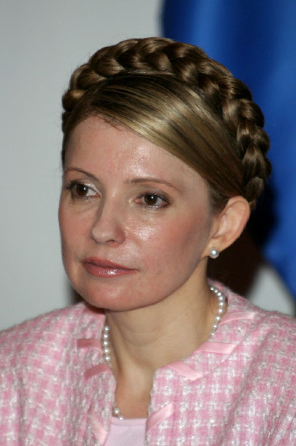 Зимой 2005 года Юлия Тимошенко заняла пост премьер-министра Украины.