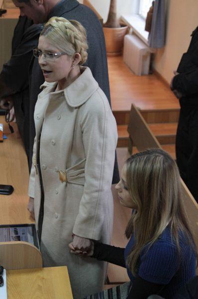 В апреле 2010 года премьер-министр Украины Николай Азаров заявил, что действия правительства Тимошенко нанесли ущерб стране в размере 100 млрд гривен. В отношении Тимошенко было возбуждено уголовное дело. Через полтора года признал её виновной в превышении должностных полномочий и приговорил к 7 годам заключения.