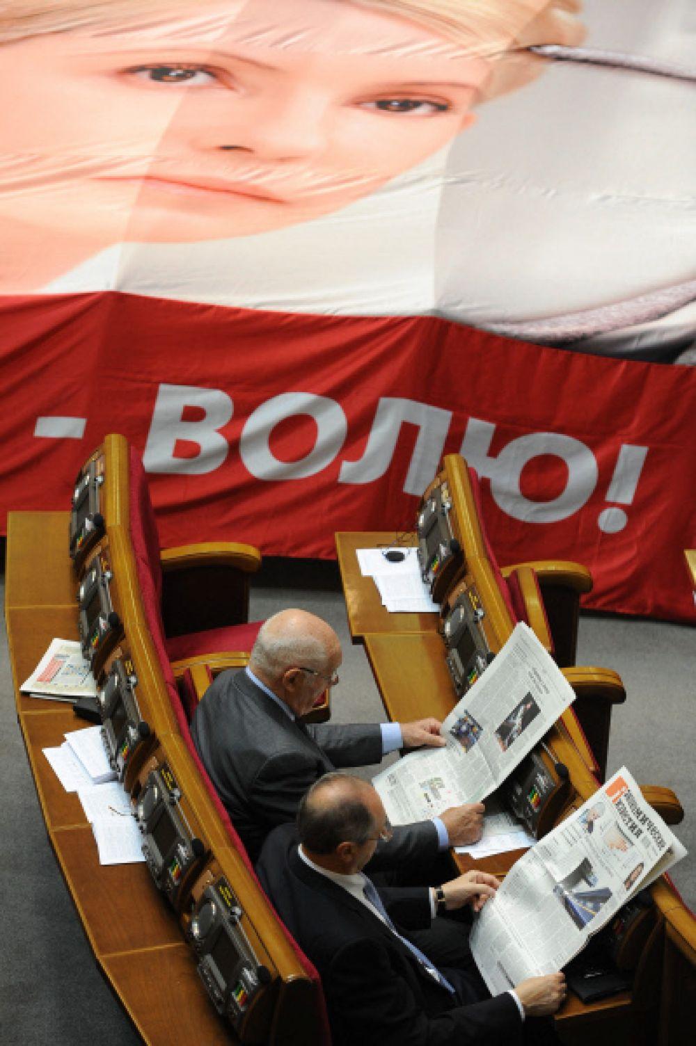 Евросоюз назвал этот приговор несправедливым и политически мотивированным. Администрация президента США призвала освободить Тимошенко. Недовольство приговором выразили также Германия, Великобритания, Франция, Италия, Канада, Швеция, Польша, Чехия, Венгрия.