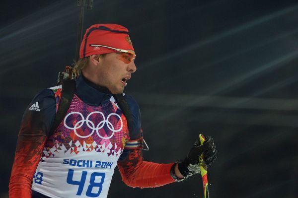 Драматичная неудача постигла Антона Шипулина в спринте на 10 км. Российский биатлонист лидировал почти всю дистанцию, но допустил промах на последнем рубеже. Это привело к штрафному кругу и потере 20 секунд – в результате Шипулин финишировал четвёртым и не получил за эту гонку никаких наград.