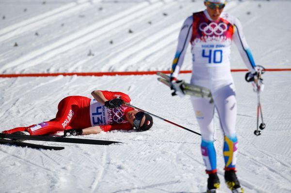 И напоследок стоит упомянуть Юстину Ковальчик, завоевавшую в Сочи второе олимпийское «золото». На этот раз победа далась польской спортсменке куда труднее – после финиша она попросту рухнула на снег. Дело в том, что на Олимпиаду Юстина приехала с травмой, и лишь в Сочи рентген показал, что Ковальчик выступала с переломом стопы.