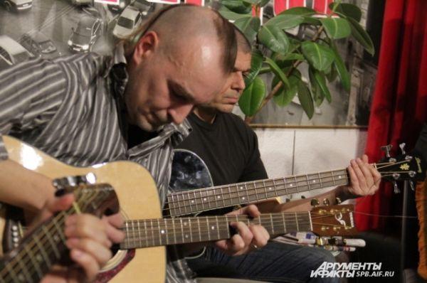 Солист и бас-гитарист группы «Н.Э.П.»