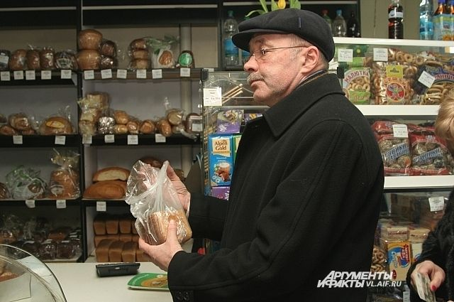 Купить целую булку хлеба теперь по карману не каждому пенсионеру.