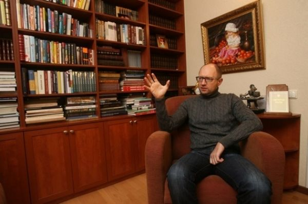 Арсений Яценюк в своем кабинете