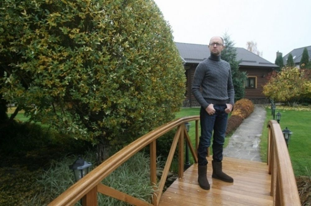 Территория загородного дома Арсения Яценюка