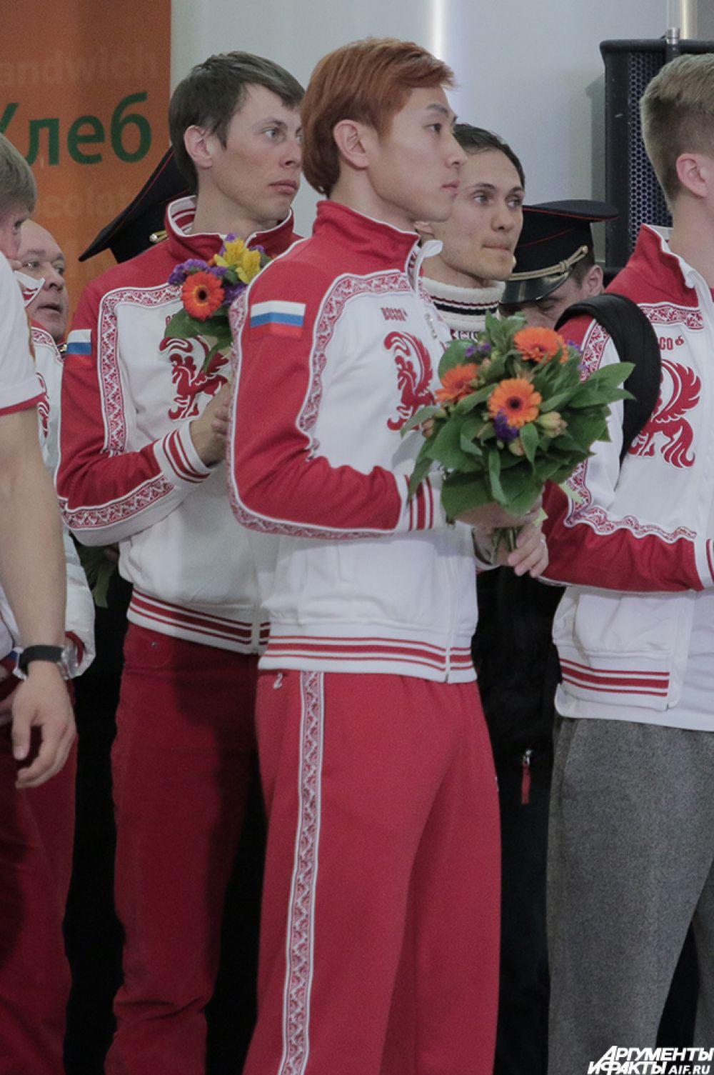 Самыми громкими были овации для шорт-трекиста Виктора Ана, атакже для фигуристок Юлии Липницкой иАделины Сотниковой.