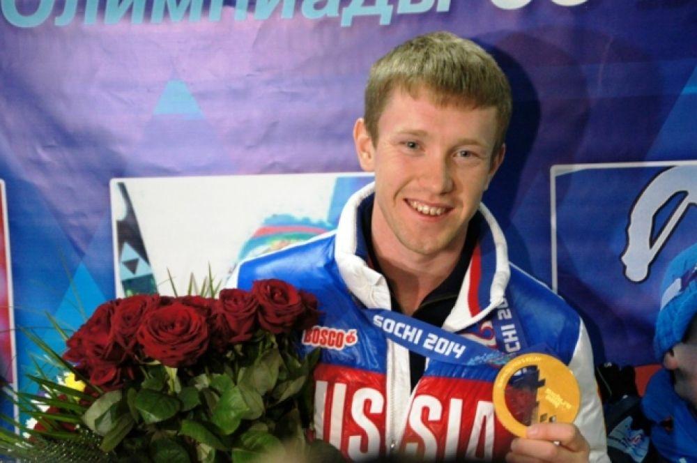 Пассажиры самолета, в котором летел Волков рассказали, что в полёте экипаж несколько раз представлял спортсмена и благодарил за принесённое сборной «золото», вызывая аплодисменты.