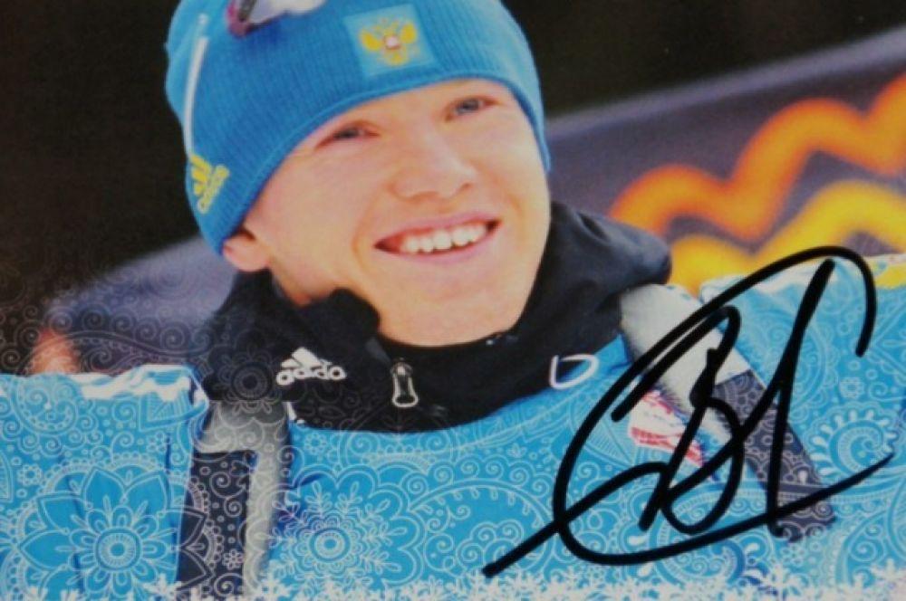 Алексей подписывал карточки болельщикам и с улыбкой отвечал на все вопросы.
