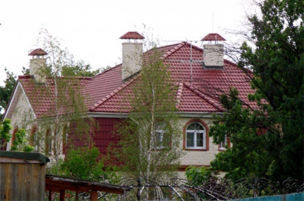 За 2,5 года, пока экс-премьер была за решеткой, здесь жила ее дочь Евгения с женихом Артуром
