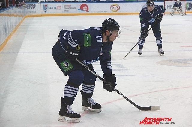 Приморские хоккеисты на льду «Фетисов Арены».
