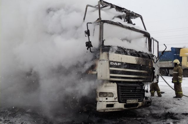 В Кироском округе сгорел автомобиль.