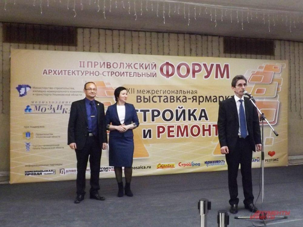Выставку открыли Расих Гатауллин и первые лица города