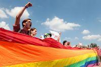 Митинг ЛГБТ-сообщества на Марсовом поле в Санкт-Петербурге.
