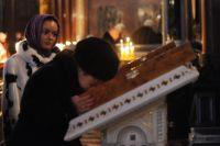 Прихожане на Патриаршем служении в кафедральном соборном храме Христа Спасителя в Прощёное воскресенье.