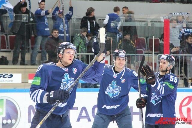Победа за приморскими хоккеистами.