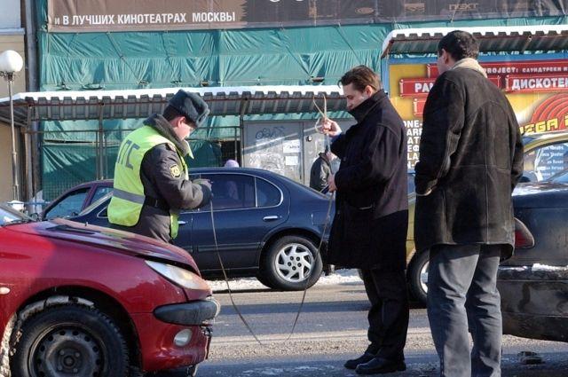 В центре Омска произошла авария с участием трех автомобилей.