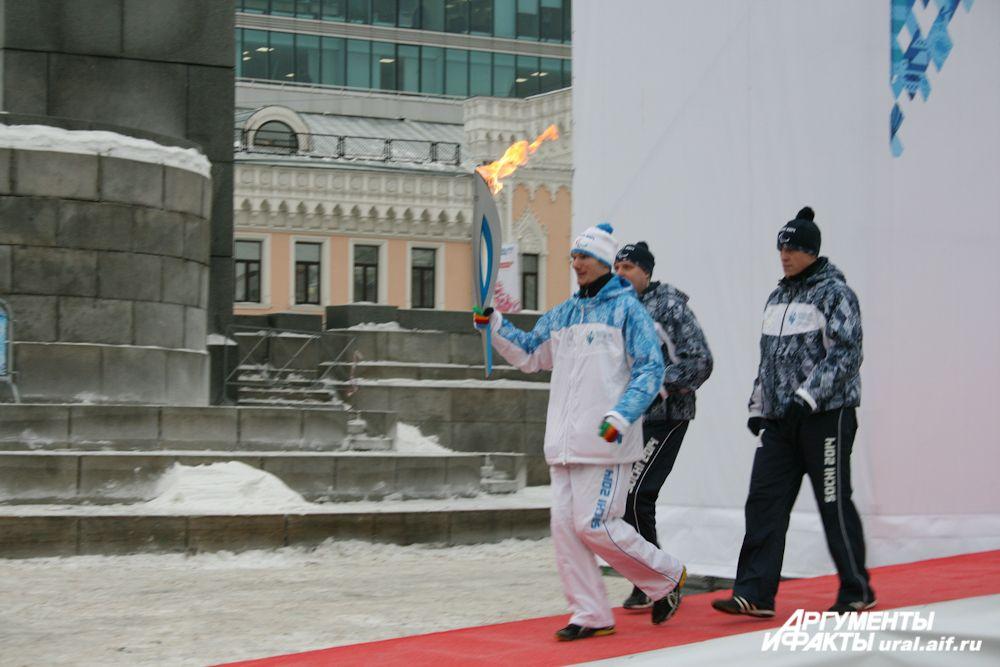 Артем понес огонь на старт эстафеты с такой же гордостью, с какой нес знамя сборной России на закрытии XIII летних Паралимпийских игр в Пекине в сентябре 2008 года.