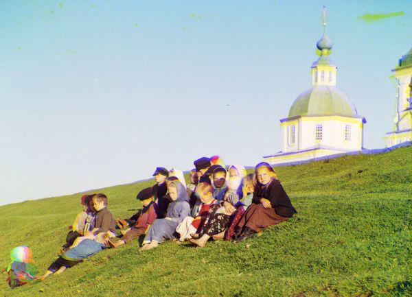 Дети у Белого озера, 1909 год.