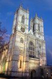 После перестройки XVIII века Вестминстерское аббатство приобрело свои нынешние очертания – последними значимыми доработками стали работа Николаса Хоуксмура и Кристофера Рена. При этом внутри сохранён целый ряд реликвий, появившихся на территории в самом начале его истории.