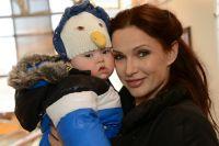 Эвелина Блёданс с сыном.