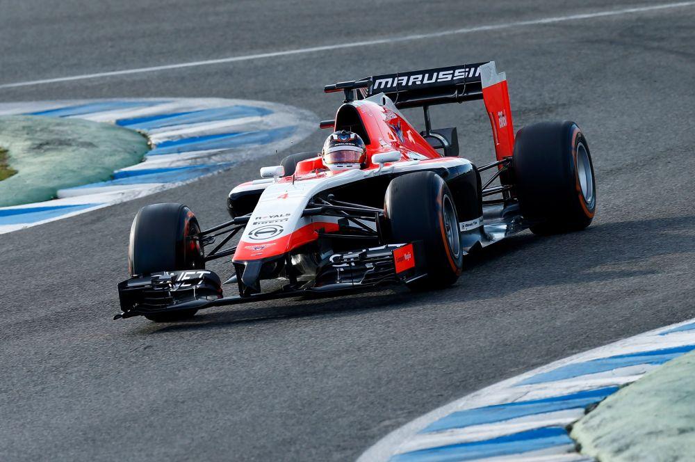 С небольшой задержкой новый автомобиль представила и российская Marussia, в составе которой продолжат выступать француз Жюль Бьянки и англичанин Макс Чилтон.