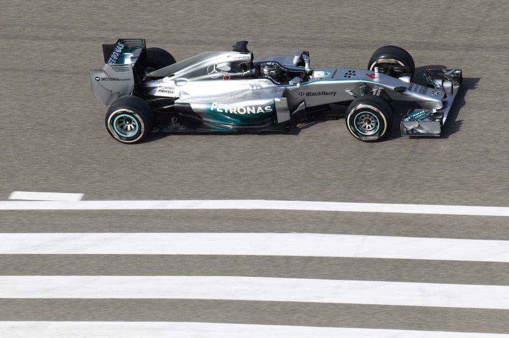 В то же время новый автомобиль главных соперников действующих чемпионов – Mercedes – проявил себя очень надёжным и быстрым.