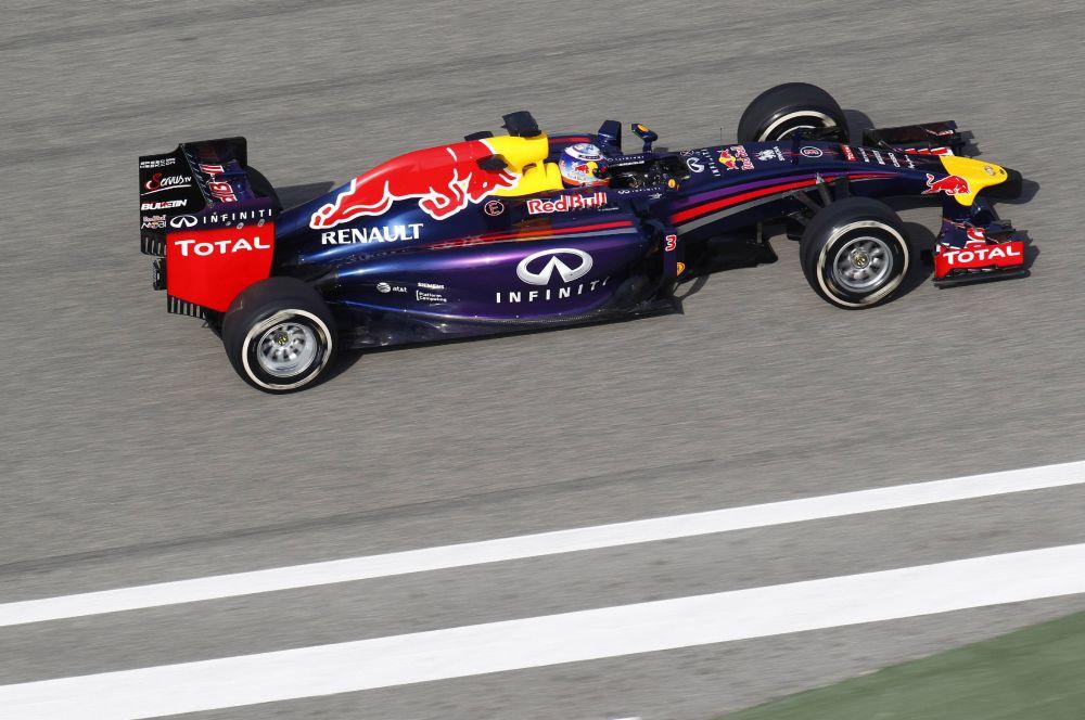 Новая машина чемпионов четырёх последних лет – команды Red Bull – получила название RB10, так как это десятый автомобиль, построенный командой из Милтон-Кейнса.