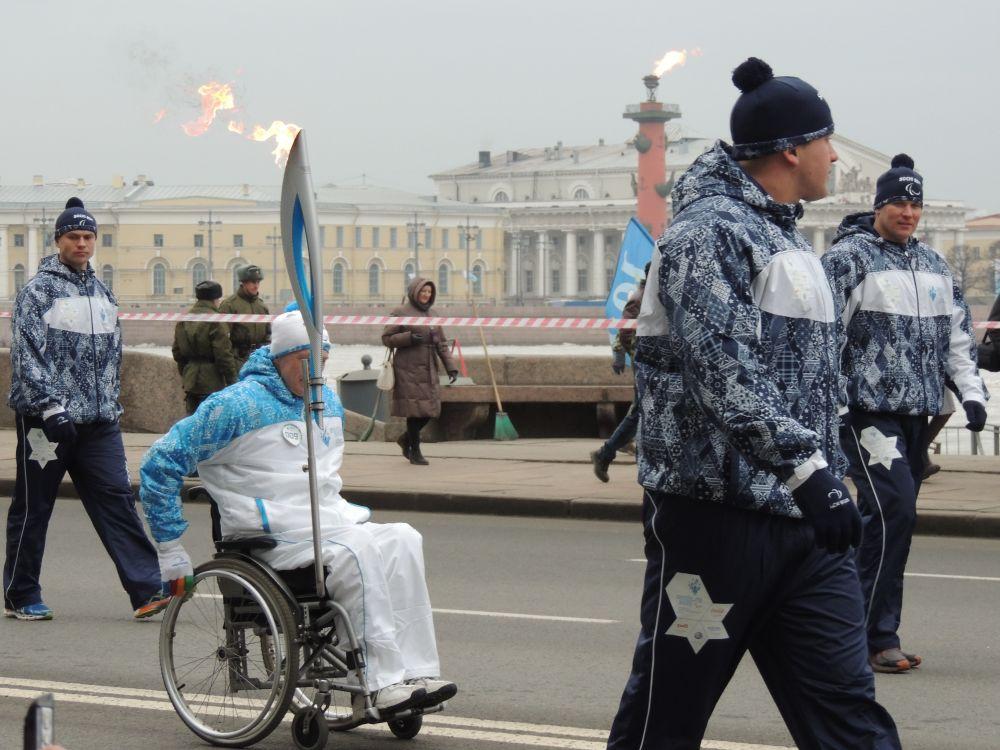 Маршрут эстафеты продолжился на Дворцовой набережной