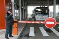 Офицер таможенной службы контролирует работу нового пункта пропуска «Шебекино» на российско-украинской границе.