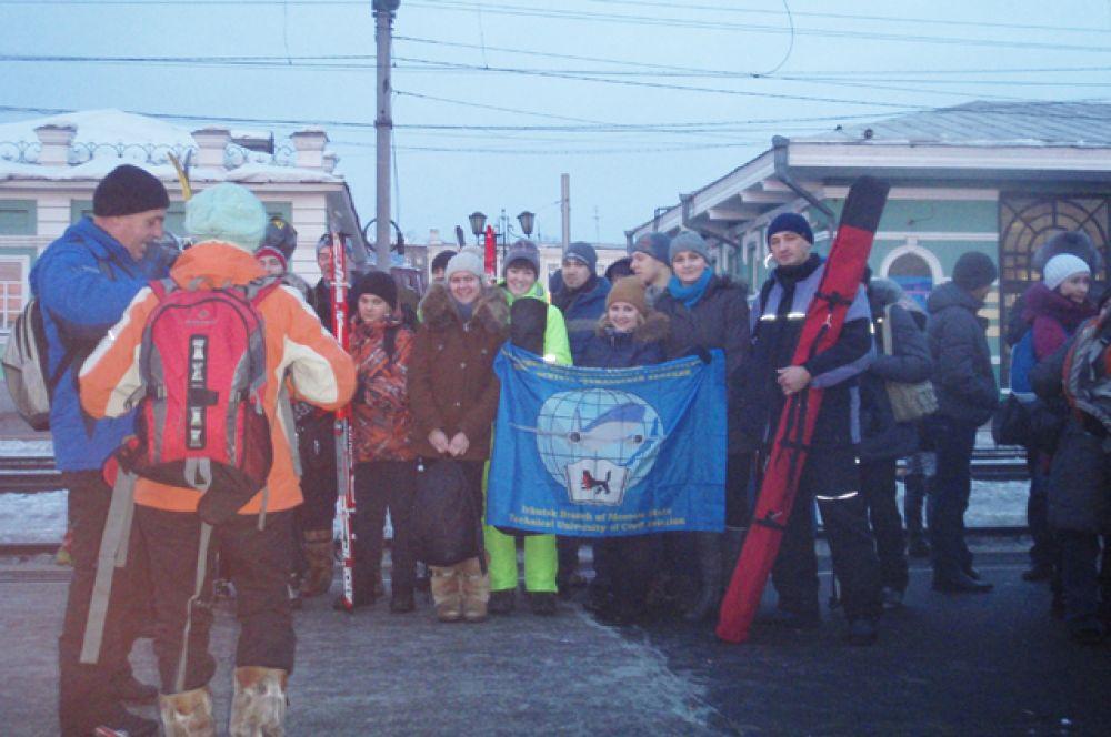 Чтобы добраться до Байкала, участником перехода пришлось встать рано утром и приехать на Ж/Д вокзал.
