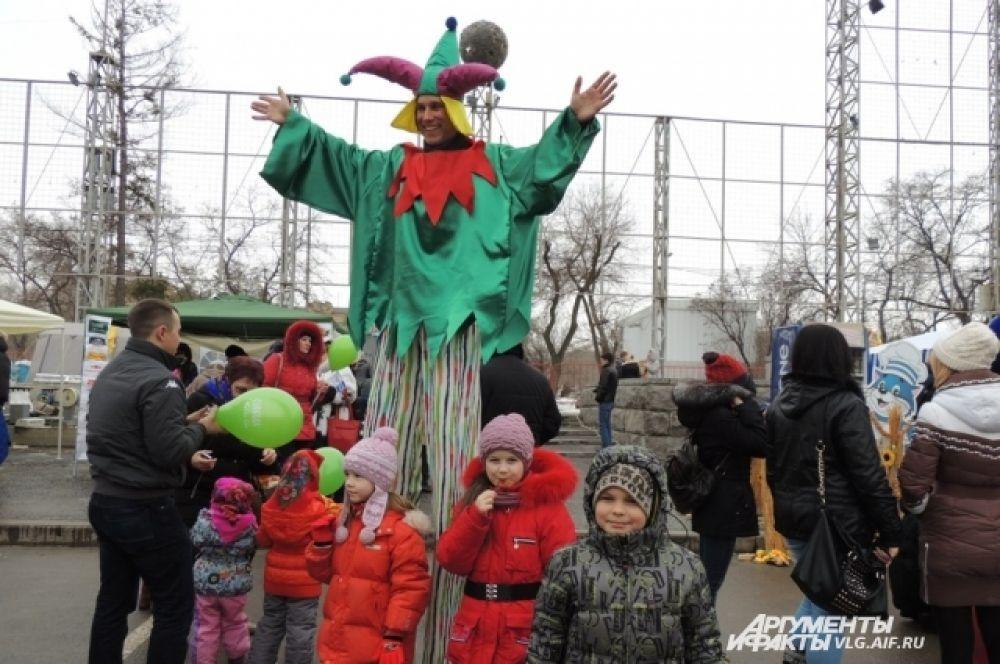 Особенно проводам зимы были рады дети.