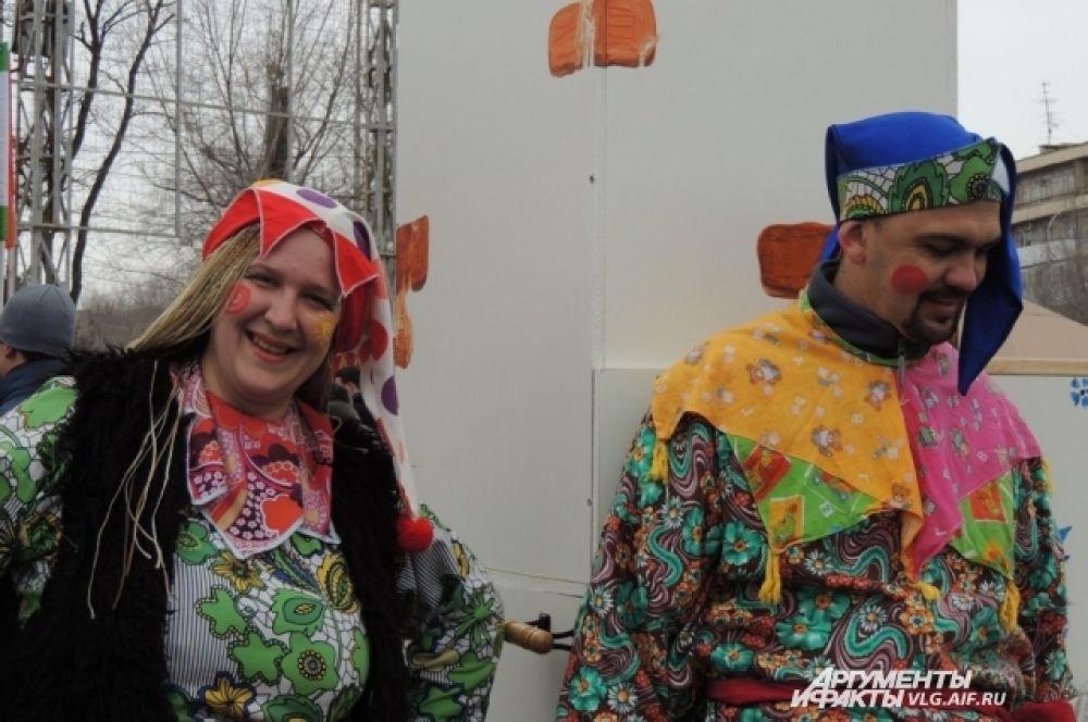 Ряженые и скоморохи – неотъемлемые гости на русских народных гуляньях.